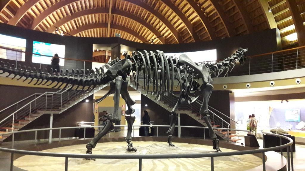 Reproducción esqueleto de dinosaurio Museo del Jurásico de Asturias